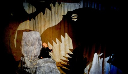 Clydebuilt Puppet Theatre : Dinosaur Detectives